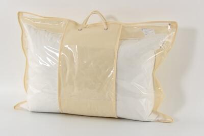 Положить постельное белье в пластиковые пакеты